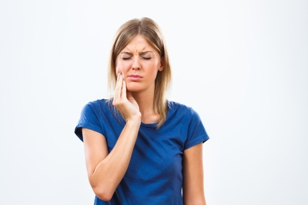 Treating A Toothache At A General Dentist Office